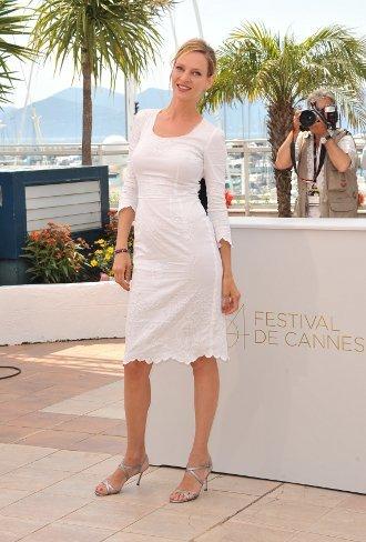 Uma Thurman de blanco en el Festival de Cannes 2011