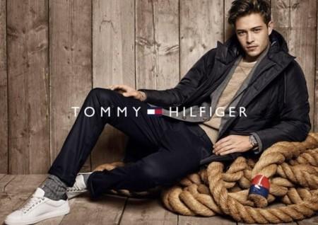 Tommy Hilfiger se embarca con la tendencia navy para el otoño