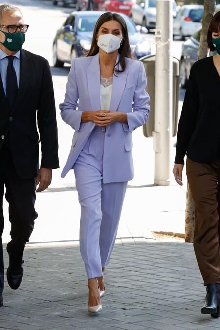 Doña Letizia traje de chaqueta y pantalón