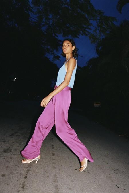 Este es el pantalón satinado de Zara que promete ser el rey de tus noches de verano