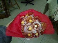 Delicioso regalo para las mamás recientes: un ramo de jamón