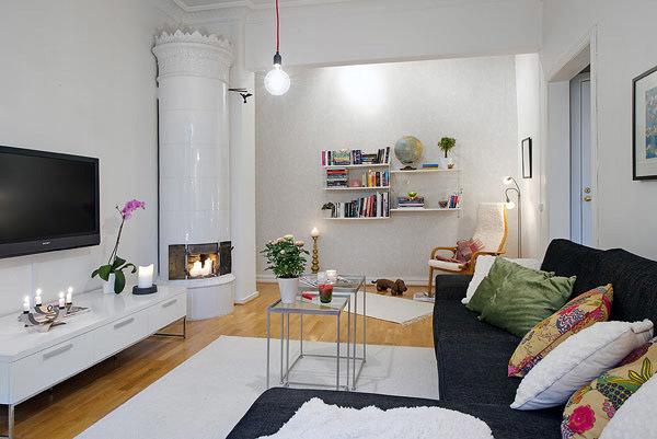 Salón nórdico con chimenea