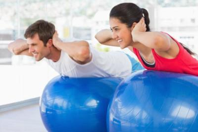 Pelota suiza y bosu, dos herramientas para mejorar los entrenamientos