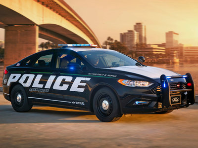 Lo último de Ford es un coche policía híbrido para persecuciones con el que ahorrar miles de dólares en combustible