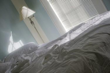 Usar las fundas de las almohadas para organizar las sábanas
