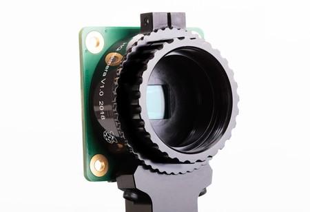 La Raspberry Pi High Quality Camera es un sensor de 12,3 MP para la RPi que permite usar objetivos intercambiables