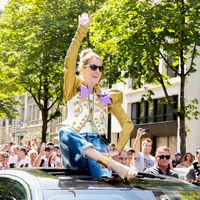 Este es el look de Dsquared2 que une a Celine Dion y la mismísima Dulceida. ¿Quién lo lleva mejor?
