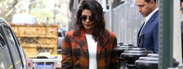 Priyanka Chopra o cómo lucir estilismos a todo color de día y de noche