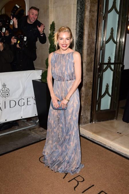 Sienna Miller Harpers Bazaar Women Year Premios 2015 2