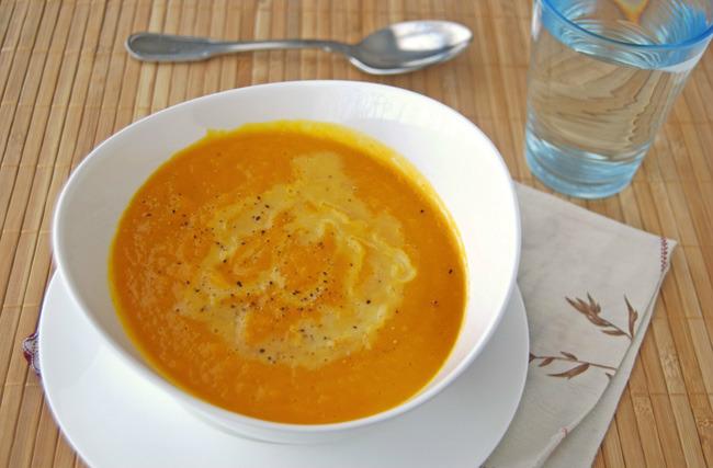 Crema fría de zanahoria y naranja con nata sin lactosa