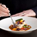 Los alimentos más aconsejables y los que debes evitar en tu cena si buscas adelgazar