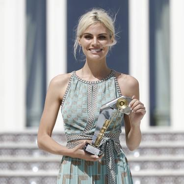 Y el premio al mejor look del Festival de Málaga es para Amaia Salamanca