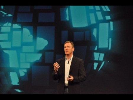 Paul Jacobs anunciando la era de las comunicaciones móviles