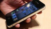 Apple empieza a enviar los primeros iPhone 4 rodeada de irregularidades
