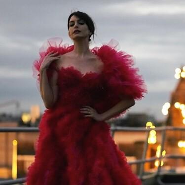 No hay première de The Witches pero Anne Hathaway se monta ella sola la alfombra roja con este impresionante vestido