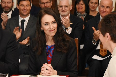 La primera ministra de Nueva Zelanda anuncia que está embarazada y tomará baja maternal