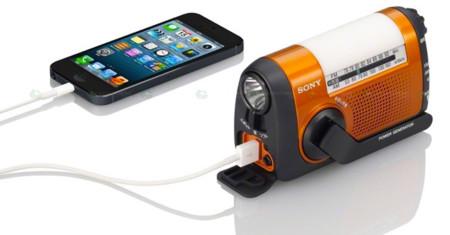 Sony ICF-B88, una batería externa para smarthones preparada para todo tipo de situaciones