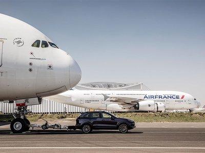 En video: El Porsche Cayenne remolca un Airbus A380 de 285 toneladas