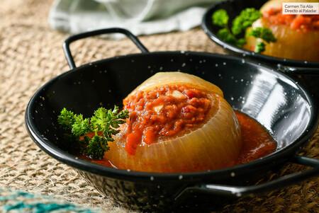 Cebollas rellenas de bonito: la sabrosa receta asturiana que se va a instalar en tu recetario en cuanto  la pruebes
