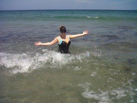 Mariah Carey y su embarazo se enfrentan cara a cara en la playa