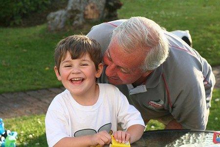 ¿Deben los abuelos cuidar de nuestros hijos?