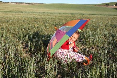 La foto de tu bebé en abril: María en el campo