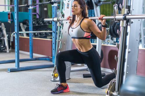 Glúteos fuertes y con forma en 2021: una rutina de entrenamiento para hacer en el gimnasio