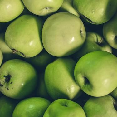 Ni manzanas con cera, ni miel con memoria genética, ni arroz con plástico: los bulos detrás de los vídeos virales sobre alimentos peligrosos