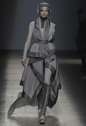 Foto de Gareth Pugh, Primavera-Verano 2010 en la Semana de la Moda de París (8/17)