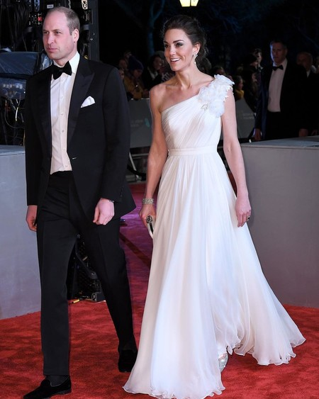 Tres vestidos de ASOS inspirados en el look que lució Kate Middleton en los premios BAFTA perfectos para las bodas esta primavera