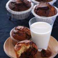 Muffins dos colores de vainilla y chocolate. Receta para golosos indecisos
