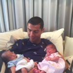 Ay, que Cristiano Ronaldo nos presenta a sus bebés