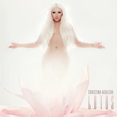 Christina Aguilera renace de una flor de Lotus, que es una Afrodita moderna