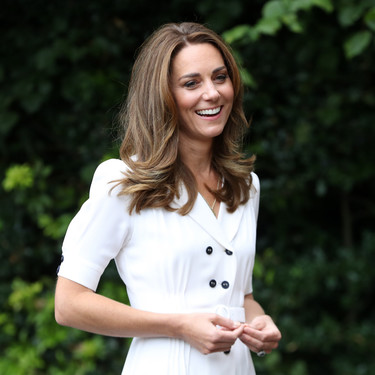 Kate Middleton nos inspira a llevar las iniciales de nuestros seres queridos con nosotros: siete colgantes con letras para hacerlo