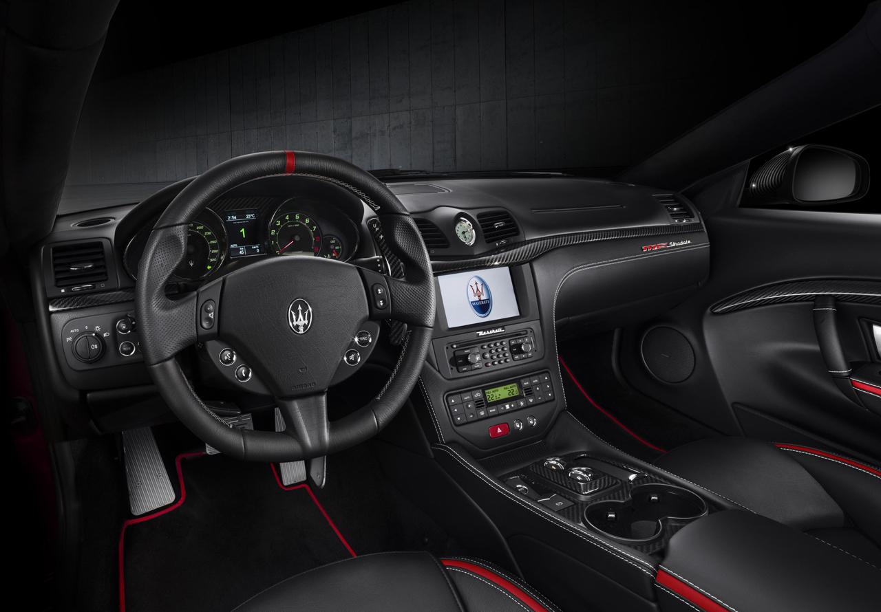 Foto de Maserati GranTurismo MC Stradale Centennial Edition y GranCabrio MC Centennial Edition (6/33)
