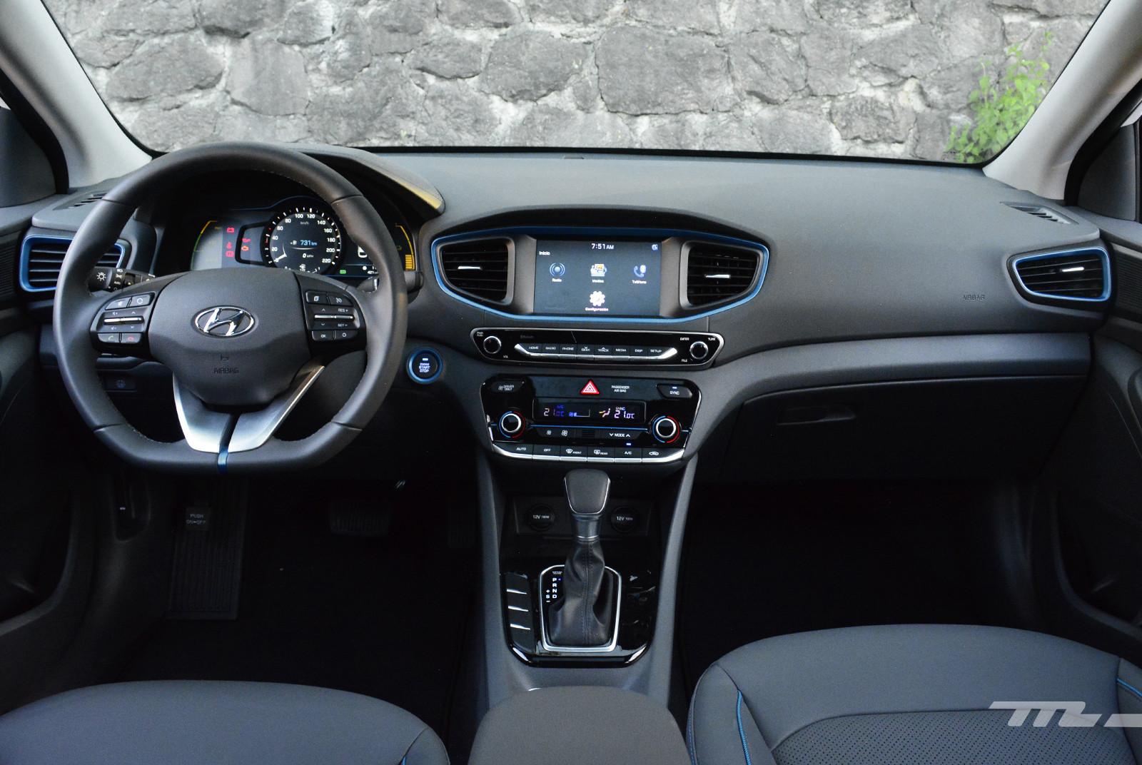 Foto de Hyundai Ioniq vs. Toyota Prius (16/22)