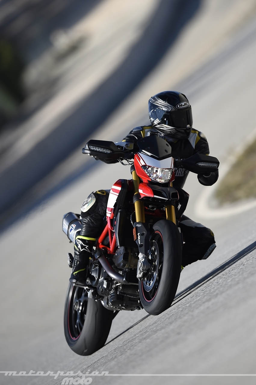 Foto de Ducati Hypermotard 939 SP - Motorpasión Moto (24/36)