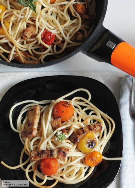 Receta de espaguetis salteados con tomates cherry y panceta