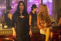 Cher vs Christina Aguilera en la película 'Burlesque': primeras imágenes