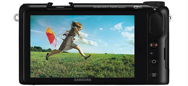Samsung NX2000 vista trasera