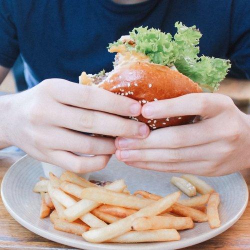 Siete trucos para mantener el hambre a raya y empezar con éxito tu operación bañador
