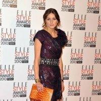 Se llevan los bolsos en colores flúor, toma nota de Olivia Palermo
