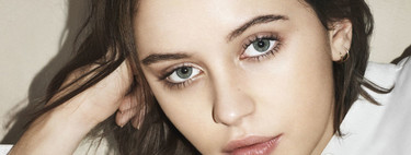 Iris Law suma y sigue y nos muestra 'The Essentials' la nueva línea de Burberry Beauty