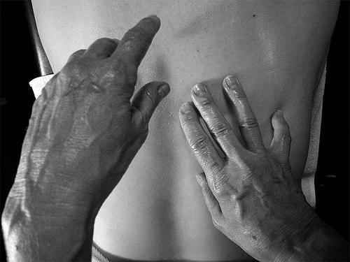 esteticista con un tratamiento de erección