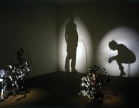 Sombras hechas con residuos: la fotografía al servicio de la escultura