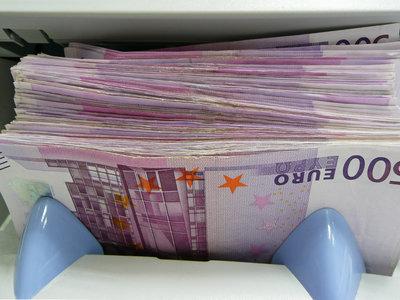 En Suiza hay tantos billetes de 500 euros que han comenzado a tirarlos por el retrete