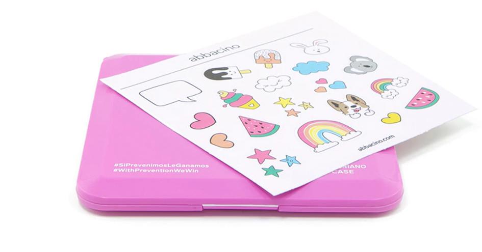 Estuche para mascarillas Abbacino en rosa con boquilla y stickers