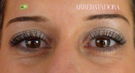 475cedaf3 Maquillaje de fiesta: ojos suaves con sombra color plata y blanca