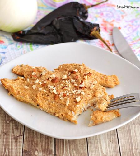 Pescado con salsa cremosa de almendras y chipotle. Receta