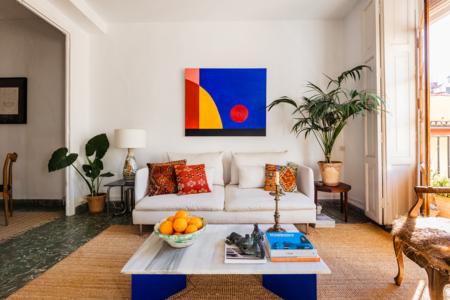 Casas reales: piezas de diseño y respeto por el pasado, las claves de este piso rehabilitado en el centro de Valencia por Metopa Estudio